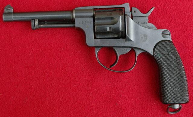 foto Švýcarský armádní revolver M.1882/29