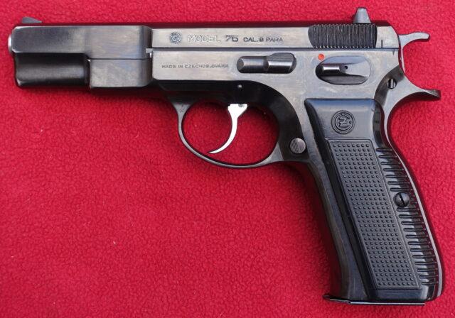 foto Pistole ČZ 75 první provedení