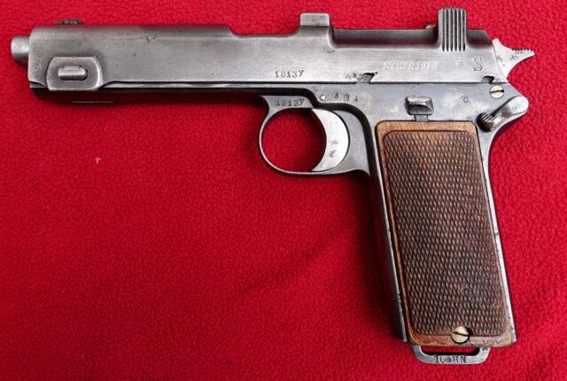 foto Pistole Steyr 1912 Československé armády