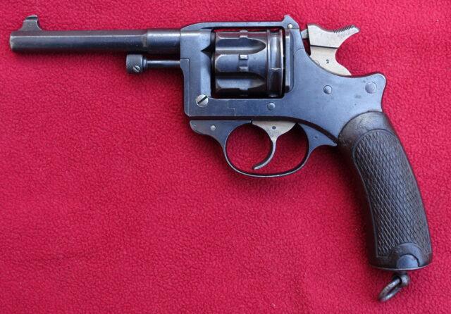 foto Revolver Lebel 1892 – REZERVOVÁNO