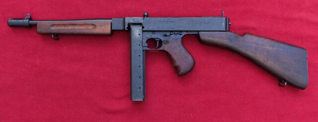 foto Samopal Thompson 1928A1 – upraven na pušku samonabíjecí