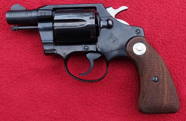 foto Revolver Colt Cobra