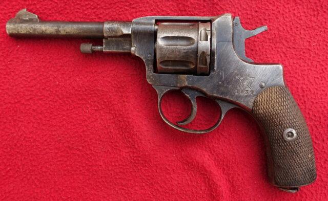 foto Revolver Tula Nagant 1895