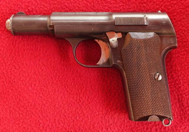 foto Pistole Astra 300 z výzbroje Wehrmachtu