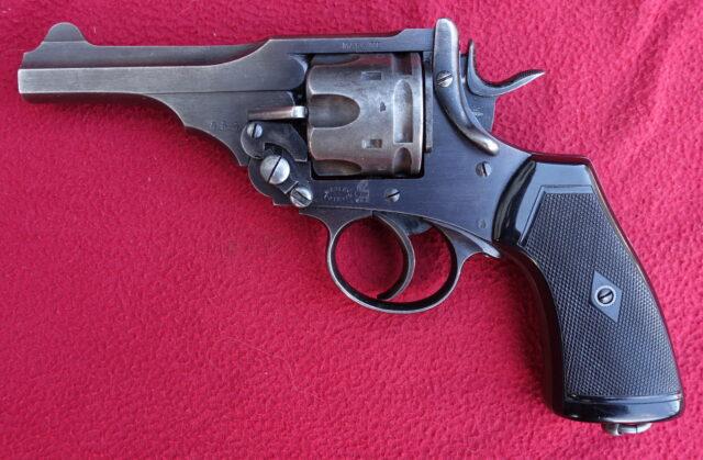 foto Revolver Webley Mark VI.