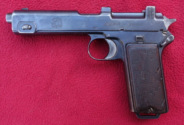 foto Pistole Steyr 1911 chilské armády