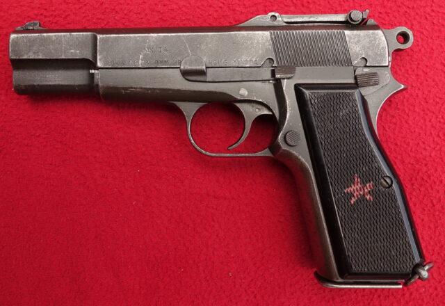 foto Pistole John Inglis No.1 Mk I  (FN HP)