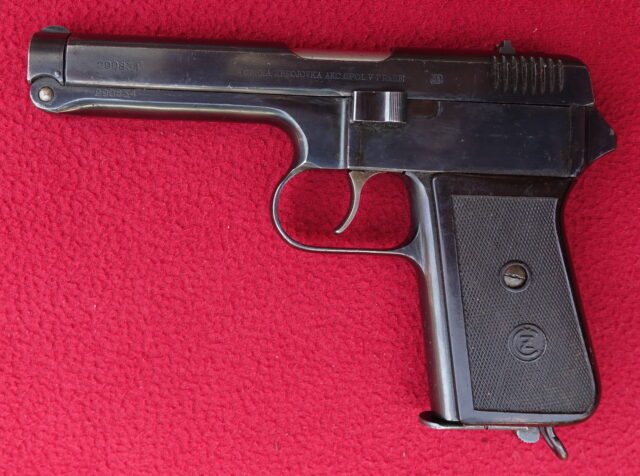 foto Pistole ČZ Vz.38 z výzbroje finské armády