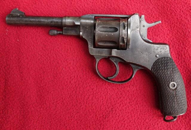 foto Revolver Nagant M.1895
