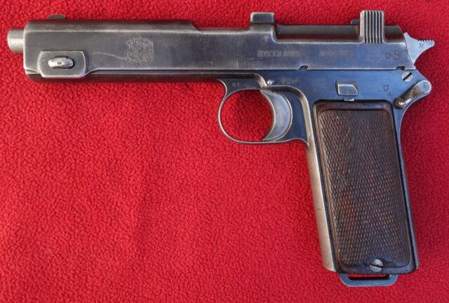 foto Pistole Steyr 1912 pro Chile
