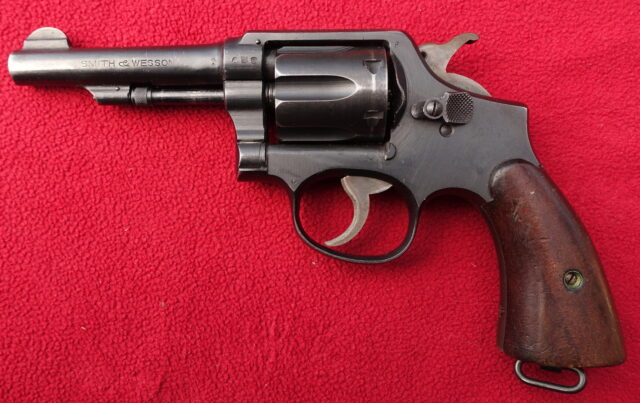 foto Revolver Smith & Wesson Military & Police Model 1905