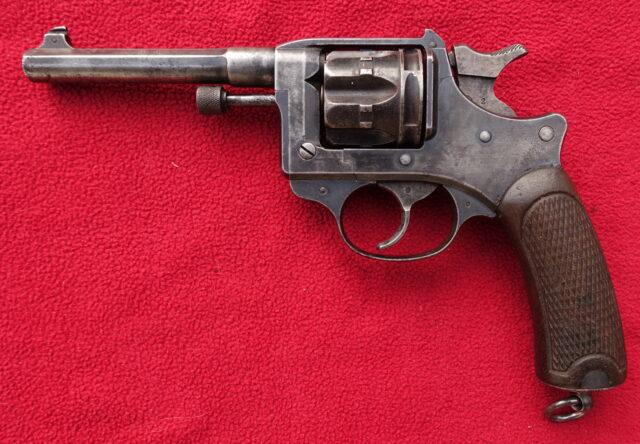 foto Revolver Lebel Mle. 1892 – REZERVOVÁNO