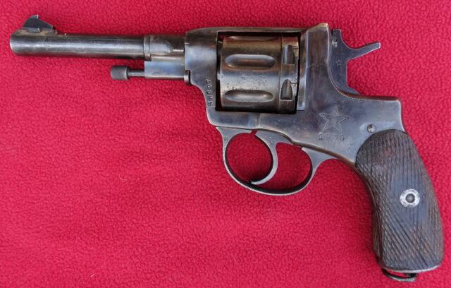 foto Revolver Nagant 1895 – REZERVOVÁNO