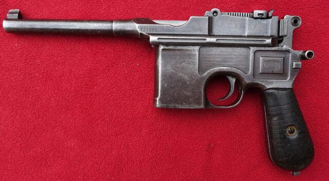 """foto Pistole Mauser C96 -""""přechodový molel"""""""