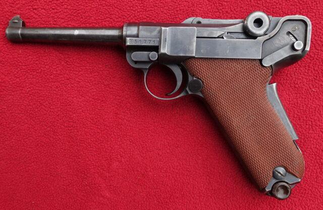 foto Pistole Waffenfabrik Bern 06/29 – REZERVOVÁNO