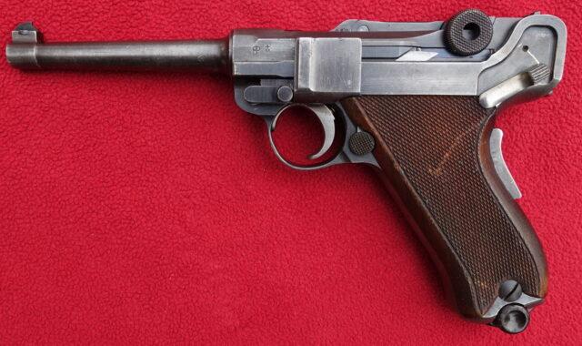 foto Pistole Waffenfabrik Bern 06/24 – REZERVOVÁNO