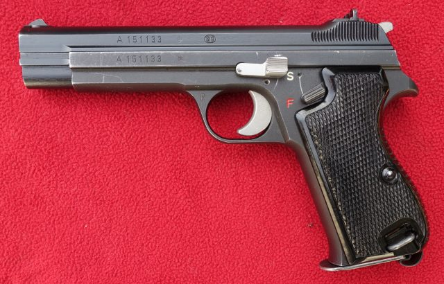 foto Pistole SIG 210 pro švýcarskou armádu