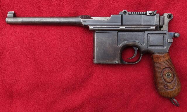 foto Pistole Mauser C96 v ráži 9mm Luger