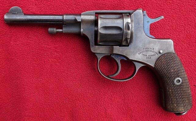foto Revolver Tula Nagant M.1895 – důstojnický