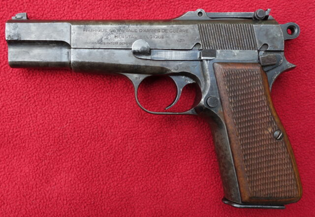 foto Pistole FN HP z výzbroje Wehrmachtu – REZERVOVÁNO