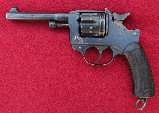 foto Revolver Lebel M.1892 – REZERVOVÁNO