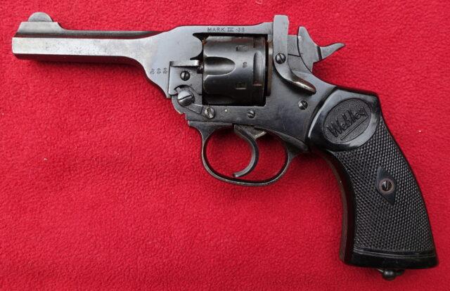 foto Revolver Webley Mark IV