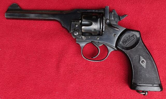 foto Revolver Webley Mark IV – REZERVOVÁNO