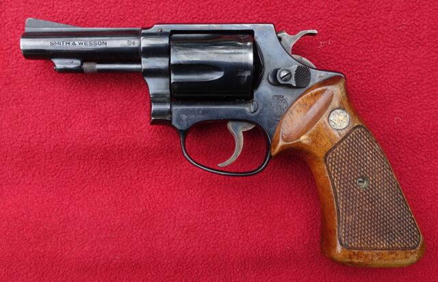 foto Revolver Smith & Wesson – REZERVOVÁNO