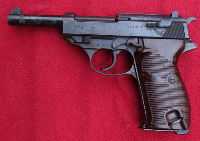 foto Pistole Walther P.38 – výroba Mauser – REZERVOVÁNO